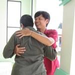 Staf JRS mengucapkan selamat kepada Pengungsi saat peringatan Nauruz